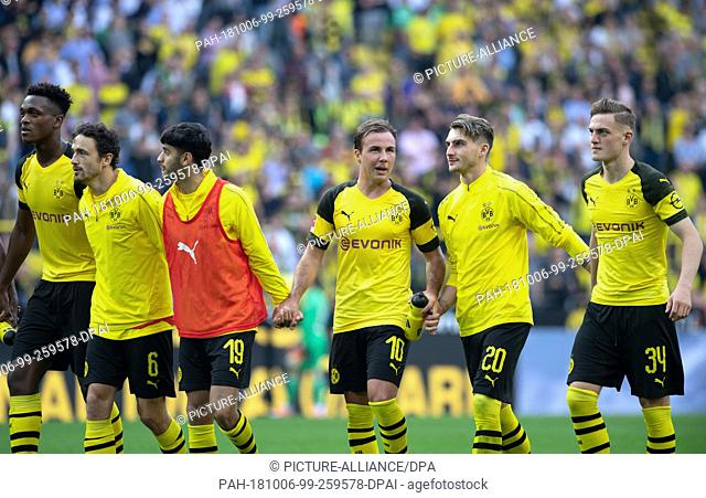 06 October 2018, North Rhine-Westphalia, Dortmund: 06 October 2018, Germany, Dortmund: Soccer: Bundesliga, Borussia Dortmund vs FC Augsburg