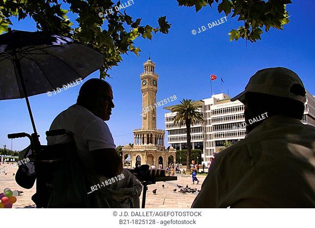 Konak Meydam square with the 'Saat Kulesi' clock tower, Izmir, Turkey