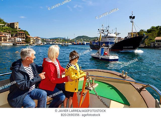 Grandparents and grandson, Sailing Boat, Port of Pasajes, Pasaia, Gipuzkoa, Basque Country, Spain, Europe
