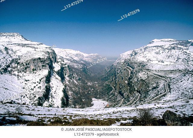 Asón river valley from La Sía mountain pass. Cantabria, Spain