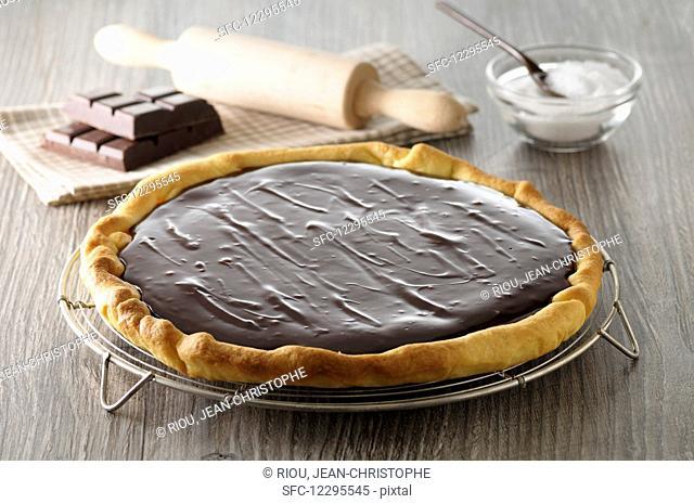 Chocolate pie on a cake rack