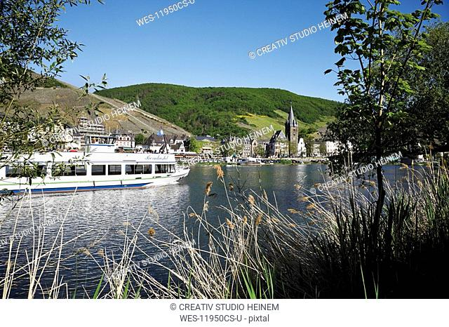 Germany, Bernkastel-Kues, Moselle River, excursion boat