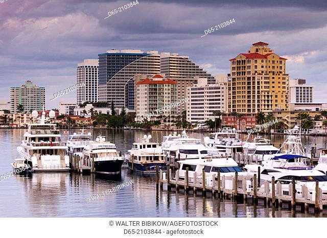 USA, Florida, Fort Lauderdale, elevated view of Fort Lauderdale Beach from Intercaostal Waterway, dawn