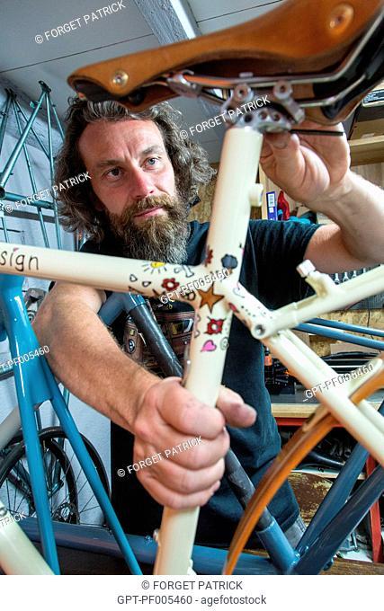 KRIS VACHERON, BICYCLE MANUFACTURER AND CREATOR OF THE MAKE JULIE RACING DESIGN, GARNAY (28), FRANCE