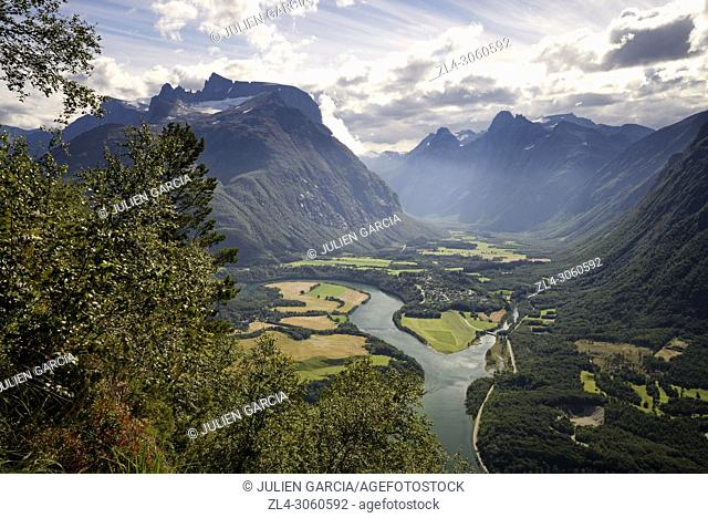 Norway, More og Romsdal, Rauma, Andalsnes, Romsdalseggen Ridge, one of the most famous hike in Norway