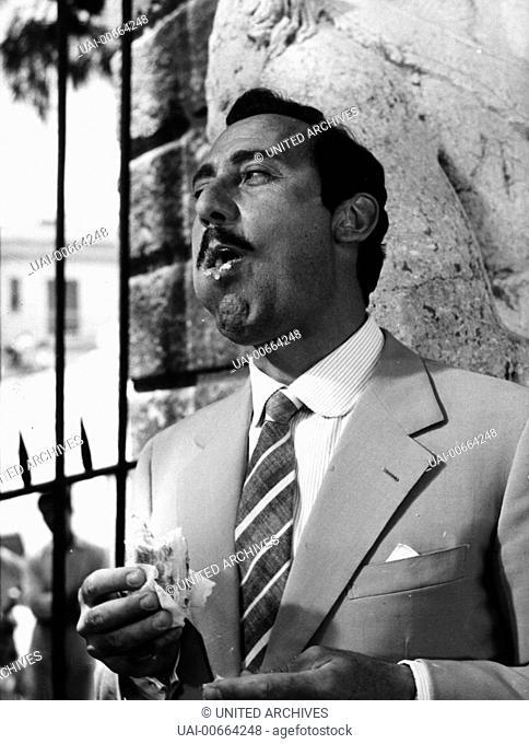MAFIOSO / Mafioso Italien 1962 / Alberto Lattuada Szene: ALBERTO SORDI (Antonio Badalamenti) isst ein Sandwich. Regie: Alberto Lattuada aka