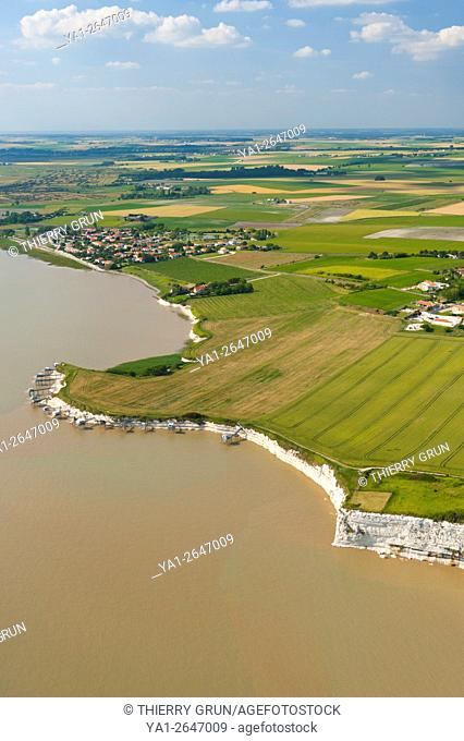France, Charente maritime (17), riverbank of La Gironde, Talmont sur Gironde (aerial view)