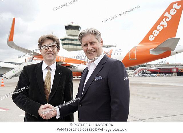 27 March 2018, Germany, Berlin: Engelbert Luetke Daldrup (L), managing director of the Berlin-Brandenburg Airport Company