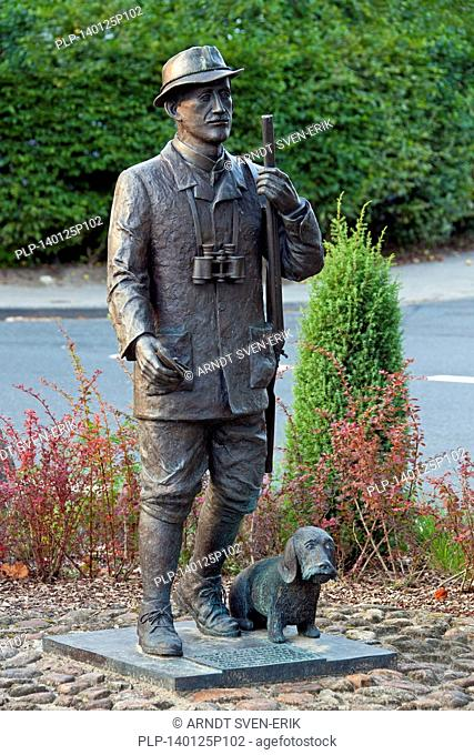 Bronze sculpture Hermann Löns as a hunter by artist Marlies Leonardy Rex at Walsrode, Lüneburg Heath / Lunenburg Heathland, Lower Saxony, Germany