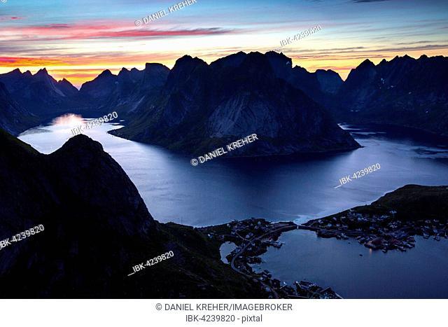 View from Reinebringen, Reinebriggen, 442m, midnight sun, Hamnoy, Reine and Reinefjord with mountains, Moskenes, Moskenesøy, Lofoten, Norway