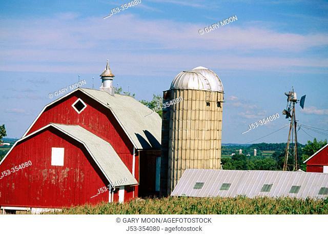 Barn and silo. Eastman, Wisconsin. USA