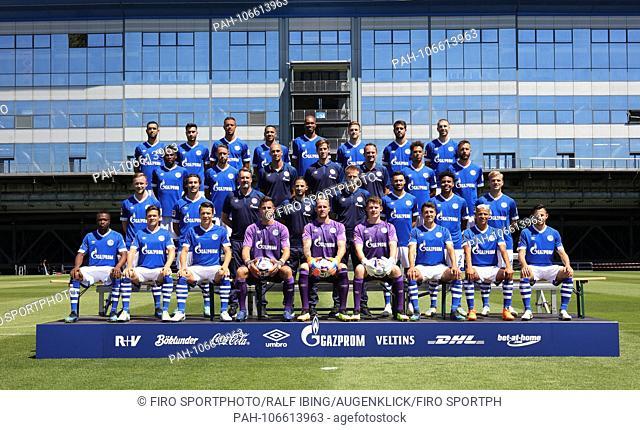 firo: 16.07.2018, football, 1.Bundesliga, season 2018/2019, FC Schalke 04, photo shoot, portrait, team, team, team photo, team photo