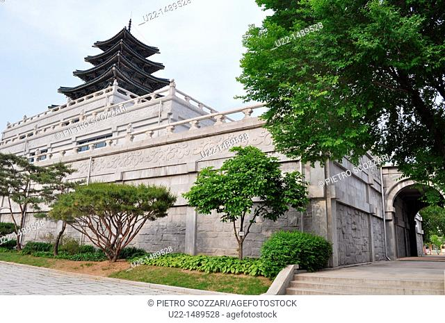 Seoul (South Korea): shrine at the entrance of the National Folk Museum