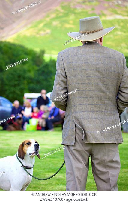 Man showing Foxhound. Threlkeld Show, Threlkeld Keswick Lake District Cumbria England UK
