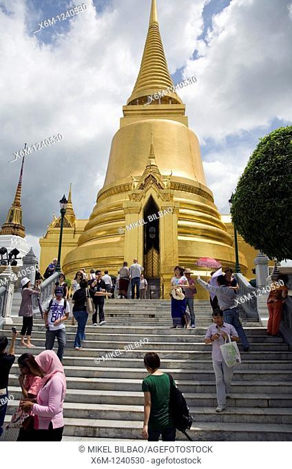 Phra Sri Rattana Chedi  Wat Phra Kaew, or Temple of the Emerald Buddha  Gran Palace  Bangkok, Thailand