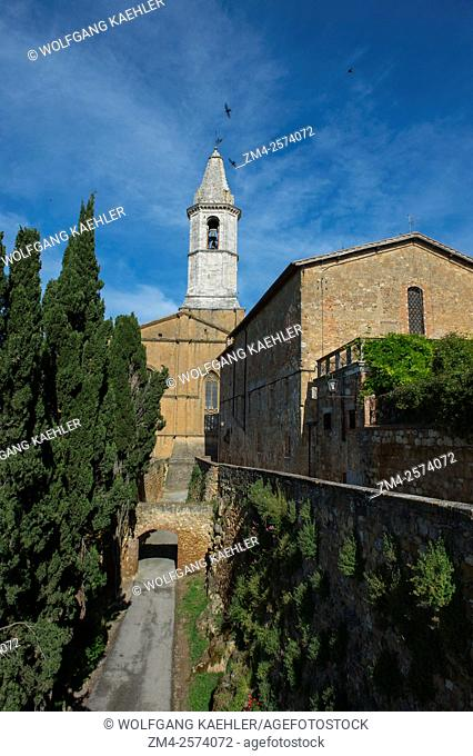 View of the cathedral, Cattedrale dell'Assunta, in Pienza, Val d'Orcia, Tuscany, Italy
