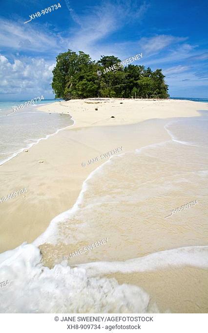 Beach on Cayos Zapatillas (Zapatillas Keys), Bocas del Toro Province, Panama