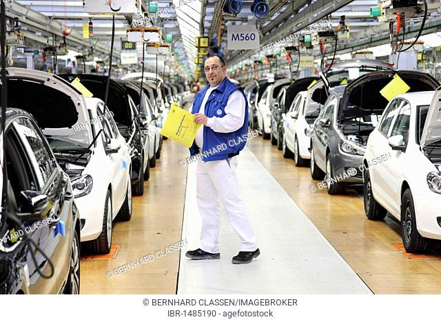 Volkswagen AG, production of passenger cars in the Wolfsburg plant, final inspection of a Golf Vi directly before shipping, Wolfsburg, Lower Saxony, Germany