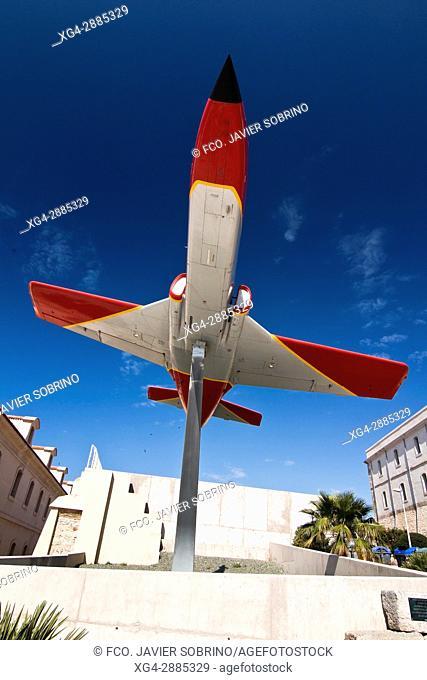 Monumento con un avión C-101 Aviojet del Ejército del Aire. Cartagena. Murcia. España. Europa