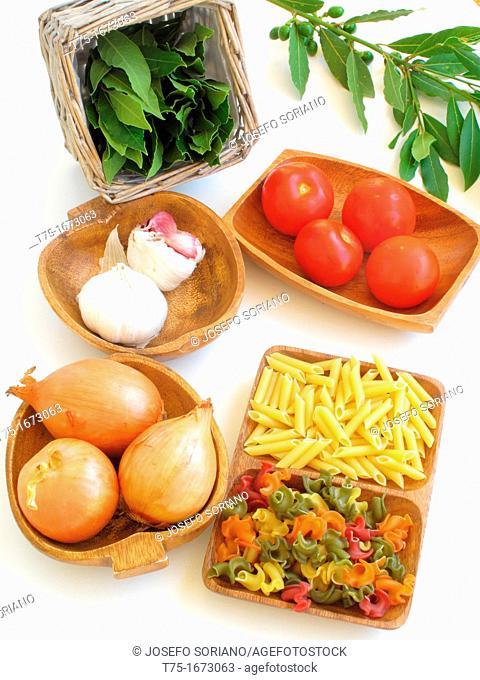 Macaroni, Gligi and vegetable ingredients