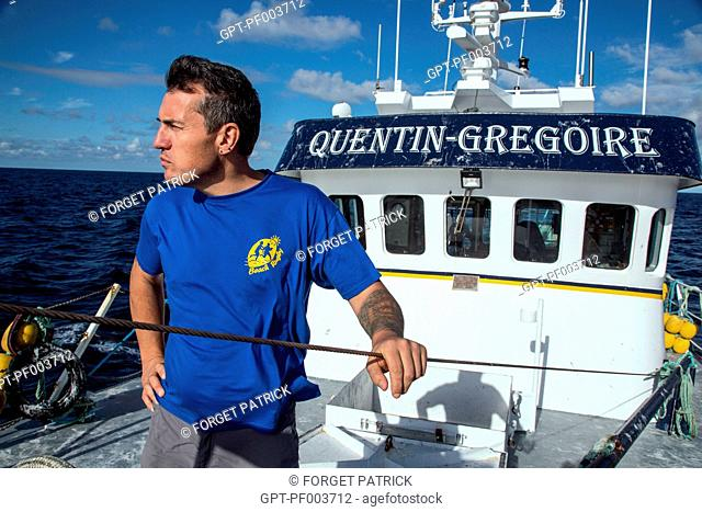 THIERRY EVAIN, HEAD OF THE QUENTIN-GREGOIRE, ON THE FOREDECK, SEA FISHING ON A SHRIMP TRAWLER OFF THE COAST OF SABLES-D'OLONNE, (85) VENDEE, LOIRE REGION