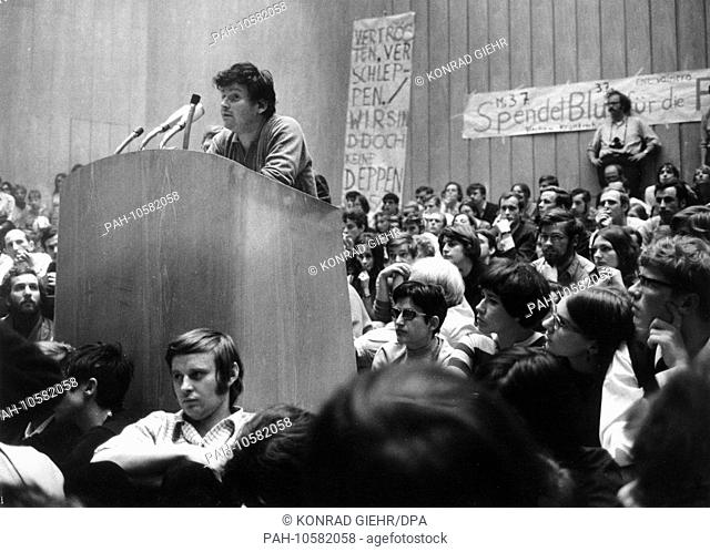 Student leader Daniel Cohn-Bendit, who was banished from France, speaks in front of 2,000 students in the Auditorium Maximum at the Free University of Berlin on...