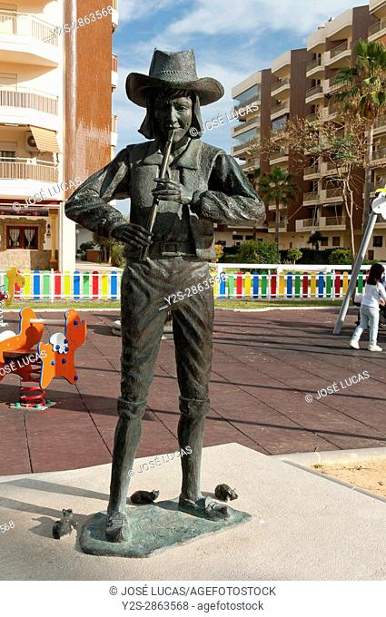 Statue of the Pied Piper of Hamelin, Fantasy Park, Fuengirola, Malaga province, Region of Andalusia, Spain, Europe