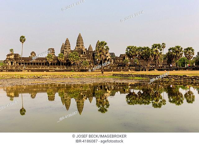 Angkor Wat Temple reflected in northern pond, Siem Reap Province, Cambodia