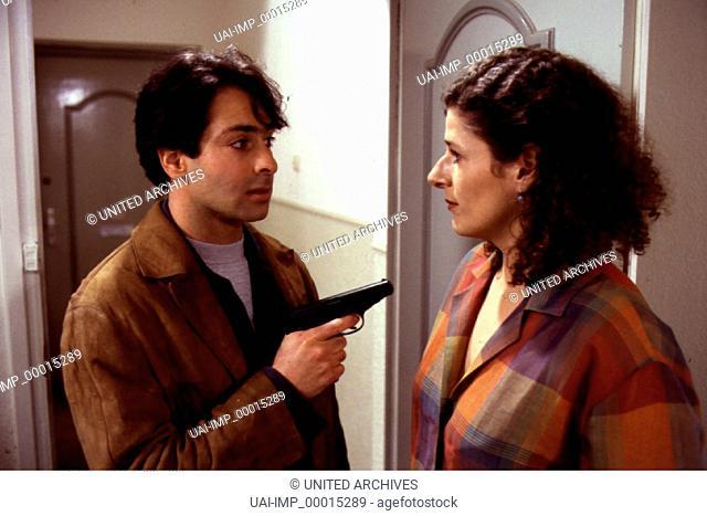 DER ALTE: Schatten der Vergangenheit, D 1996, Regie: Helmuth Ashley, PATRICK ELIAS, CHRISTIANE ROSSBACH, Stichwort: Waffe, Revolver
