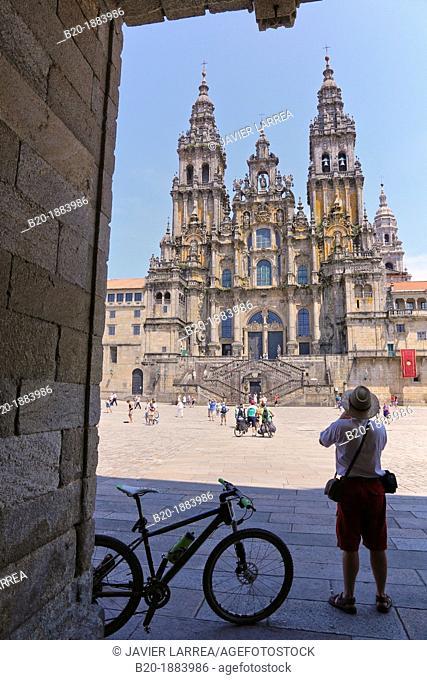 bicycle pilgrims, Catedral, Praza do Obradoiro, Santiago de Compostela, A Coruña province, Galicia, Spain