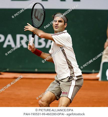 31 May 2019, France (France), Paris: Tennis: Grand Slam/ATP-Tour, French Open, singles, men, 3rd round, Federer (Switzerland) - Ruud (Norway): Roger Federer...