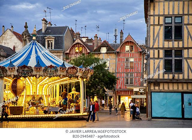 Place Foch, Rue Emile Zola, Troyes, Champagne-Ardenne Region, Aube Department, France, Europe