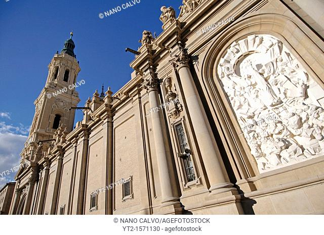 The Plaza del Pilar is an enormous and impressive public square at the heart of Zaragoza  On the north it is flanked by BasÌlica de Nuestra SeÒora del Pilar...