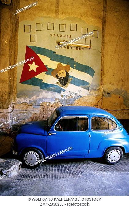 CUBA, HAVANA, PALADAR RESTAURANT BUILDING, MOVIE SET FOR 'STRAWBERRIES AND CHOCOLATE', CAR, SIGN