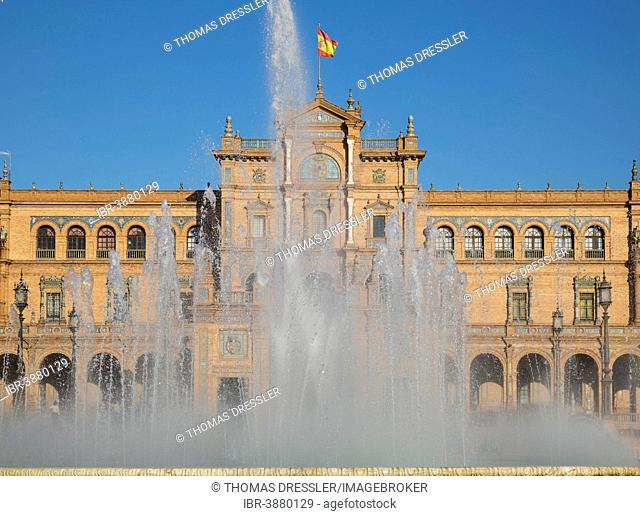 Plaza de España with its central Vicente Traver fountain, Seville, Seville province, Andalusia, Spain