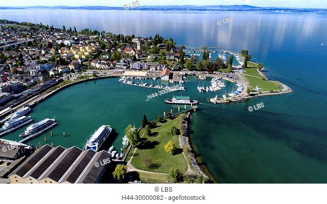 Luftaufnahme der Stadt Romanshorn mit Hafen