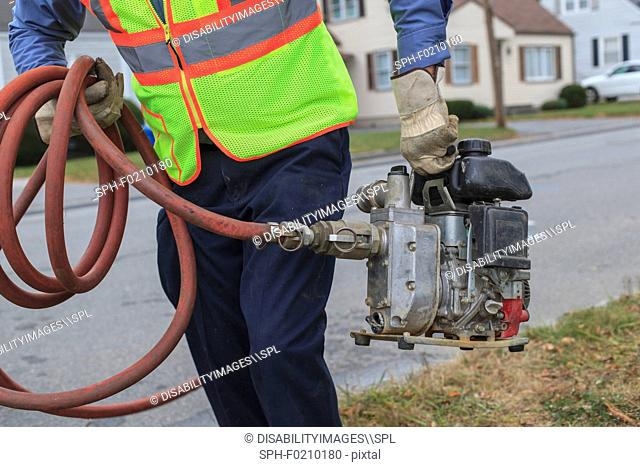 Gasoline powered pump for flushing hydrants