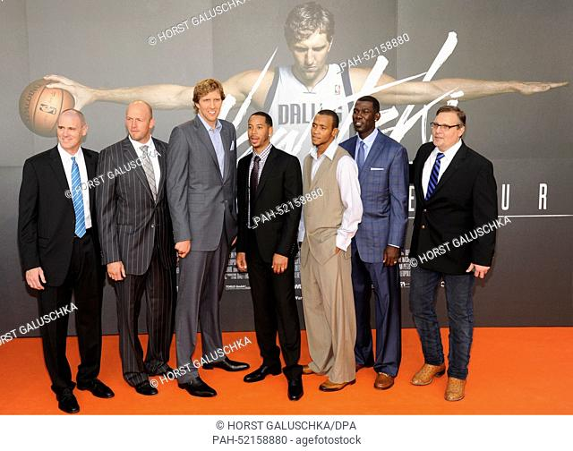 NBA coach Rick Carlisle (L-R), NBA player Brian Cardinal, Dirk Nowitzki, Devin Harris, Monta Ellis, Michael Finley and the general manager of the Dallas...