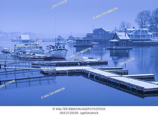 USA, New England, Cape Ann, Massachusetts, Annisquam, Lobster Cove, dusk, winter