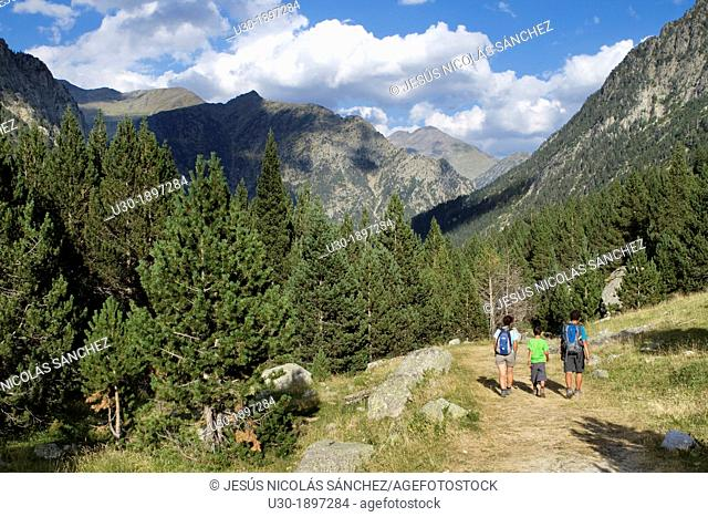 Hikers walking along Barrosa valley, a typical glacier valley of aragonese Pyrenees  Huesca  Spain
