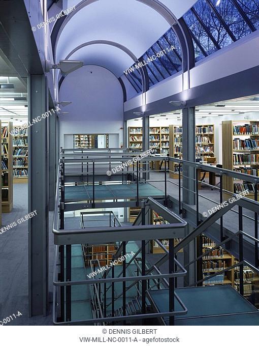 NEWNHAM COLLEGE LIBRARY, NEWNHAM COLLEGE, CAMBRIDGE, CAMBRIDGESHIRE, UK, JOHN MILLER & PARTNERS, INTERIOR, FIRST FLOOR OF LIBRARY WITH VAULTED SKYLIGHTS AT DUSK