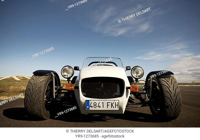 Garbí, a beast on the tarmac, even though it looks like a frog in front view. Cobra motor is building replicas of the famous Lotus Seven convertible with 2...
