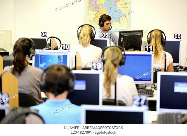 Media room, language laboratory, Students, School of Business, UPV, EHU, University of Basque Country, San Sebastian, Donostia, Gipuzkoa, Basque Country, Spain