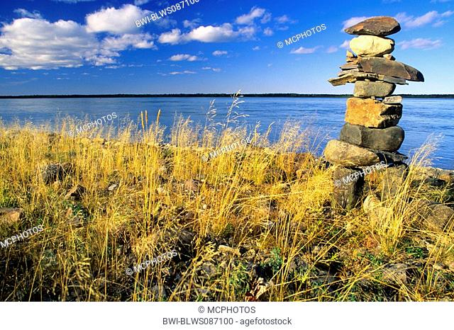 cairn or stone man or inukshuk on the Mackenzie River, Canada, Nordwest Territorien
