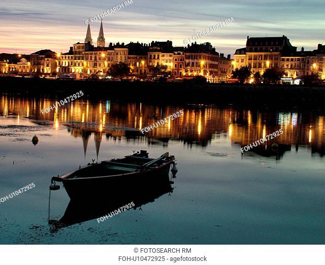 France, Macon, Burgundy, Saone et Loire, Europe, Saone River, evening, reflection