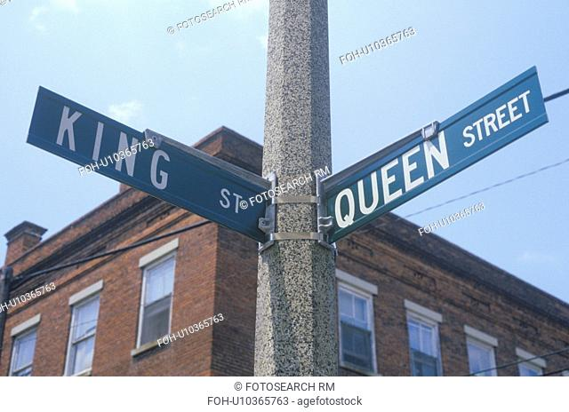 """A sign that reads """"King St/Queen St"""""""