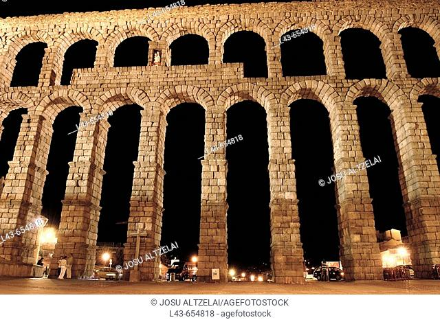 Roman aqueduct at night, Segovia. Castilla-León, Spain