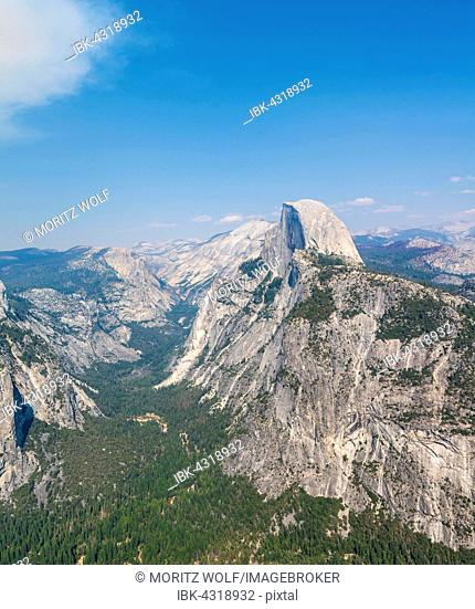 View from Glacier Point to the Yosemite Valley with Half Dome, Yosemite National Park, California, USA