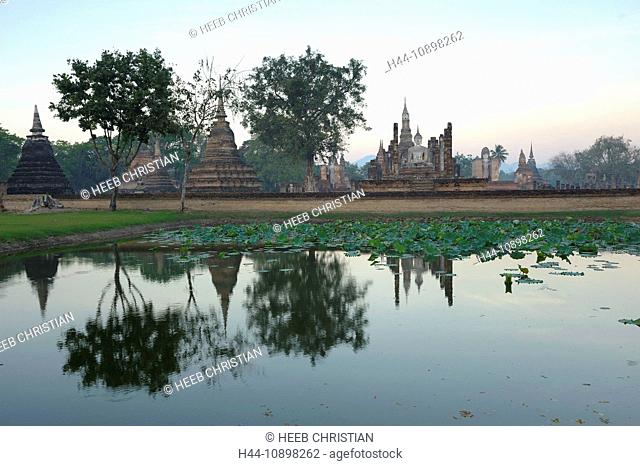 Wat Mahathat, Sukhothai, Historical Park, Sukhothai, Thailand, Asia, water