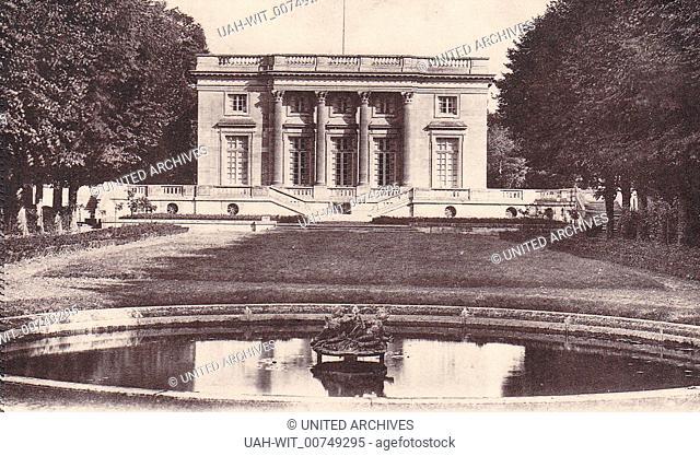 Das Kleine Trianon liegt nordwestlich des Schlosses von Versailles wurde 1764 bis 1768 errichtet. Postkarte um 1930